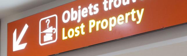objets trouvés dans un aéroport